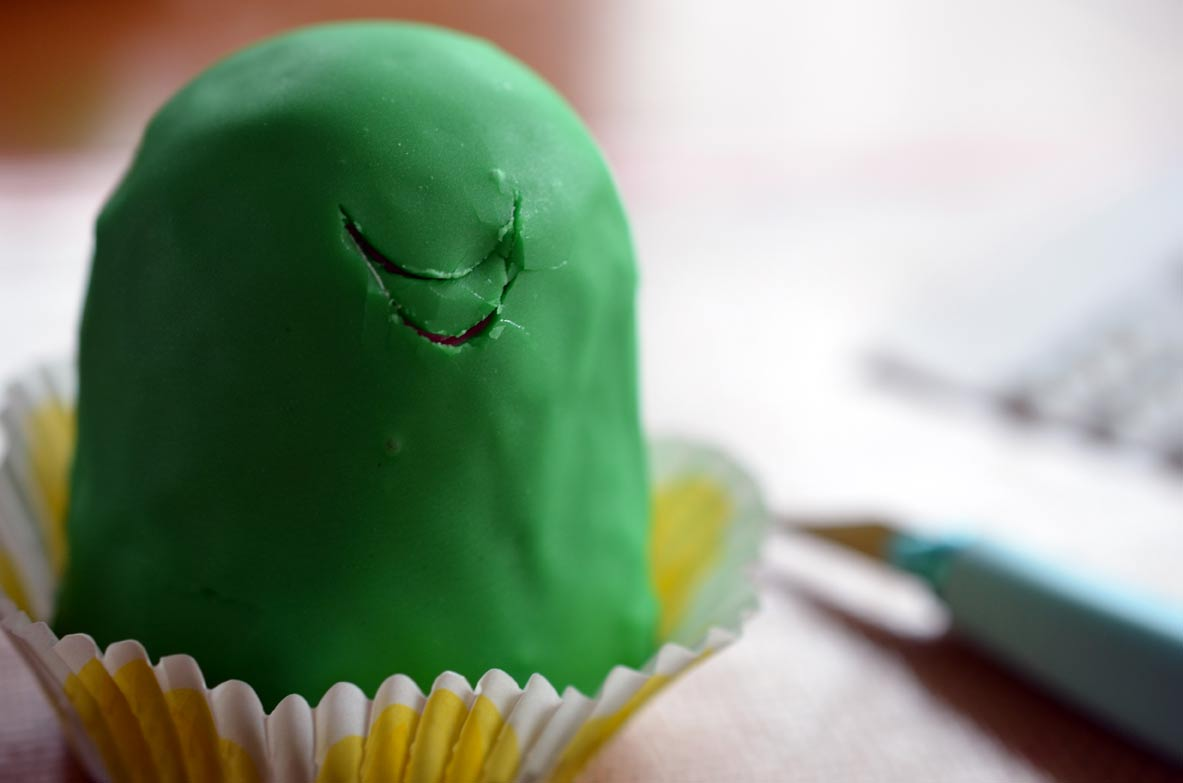 Frog cupcake mouth