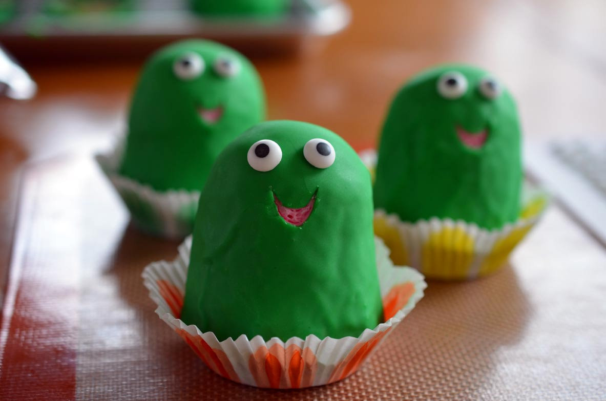 Frog cupcakes with eyes