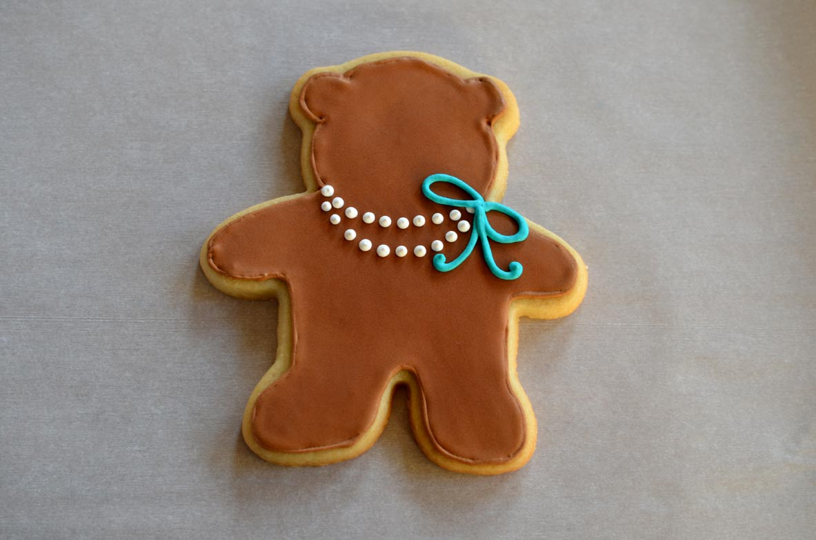 Teddy Bear cookie with pearls