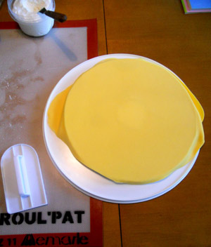 Cover a Cake Board with Fondant