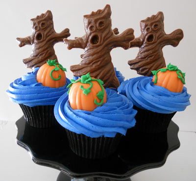 Cupcakes with Pumpkins & Trees