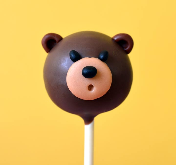 Cute teddy bear cake pop