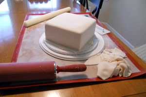 Covering the cake in fondant