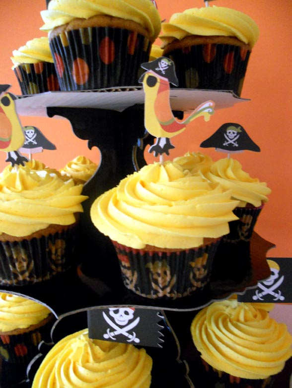 Parrot cupcakes on stand